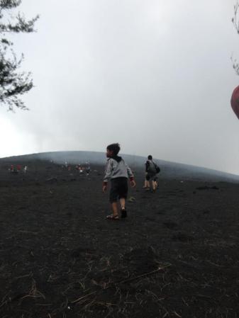 Daffa' hiking ke puncak gunung Krakatau