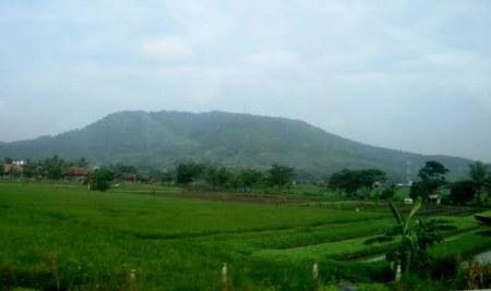 Foto milik: http://backpackerkoprol.blogspot.com/2012/11/gunung-pinang.html