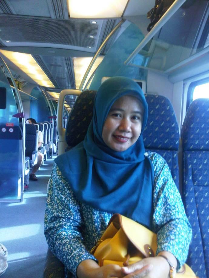 Travelmateku di dalam kereta menuju LCCT