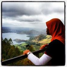 Menikmati panorama Danau Toba