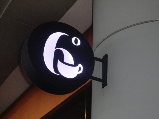 6 Dehrees Cafe's Logo