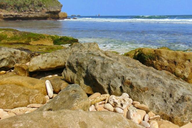 rocky beach, goa cina
